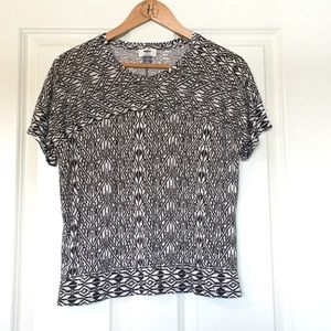 Old Navy patterned tee